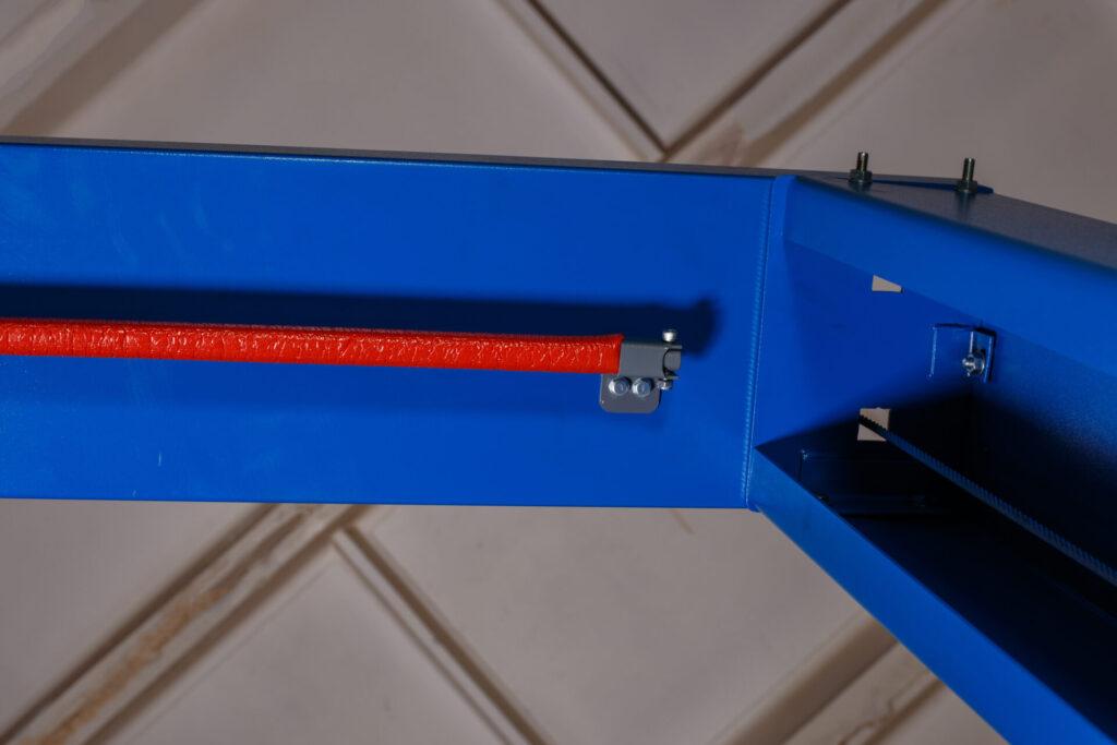 Узел крепления к колонне верхней балки подъемника с верхней синхронизацией  RST-4TM